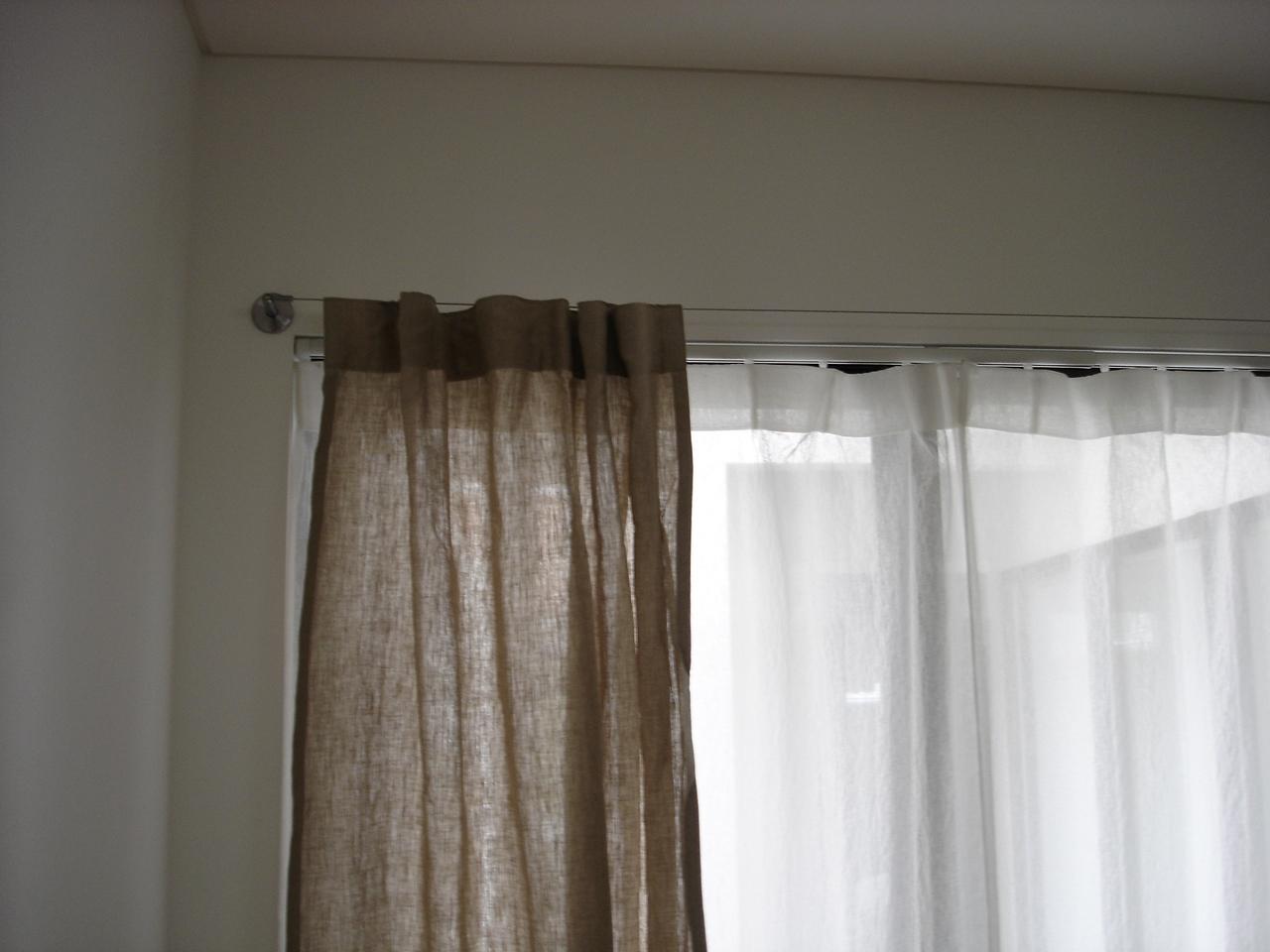 無印良品のオーダーカーテンで『ポリエステルしわ加工透けにくいレース ノンプリーツカーテン』というやつです ...
